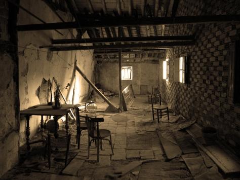 Abandoned_House_by_Vonjuntz3