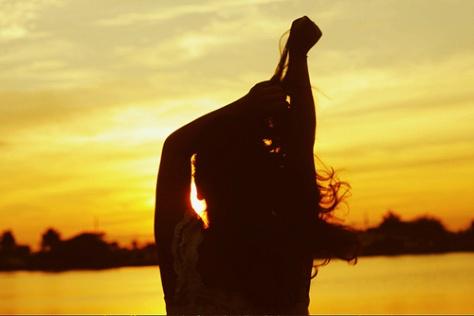 beach-girl-silhouette-summer-sun-favim-com-255942e