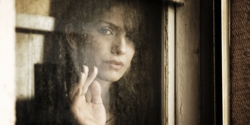 o-SAD-LOOKING-OLDER-WOMAN-LOOKING-OUT-WINDOW-faceboo2k