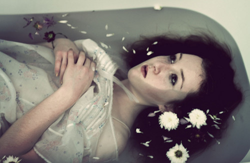 bathtub,brunette,drowned,fowers,gazing,girl-b117b9e6243476001ac5830a40e19c47_h