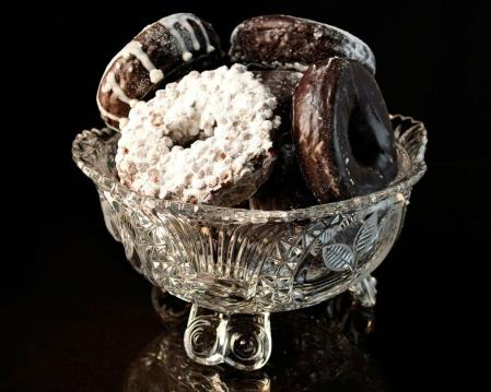 bowl_of_chocolate_donuts_food_abstract_hd-wallpaper-1829411