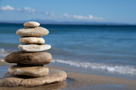 Rocks-balancing-on-the-Beach