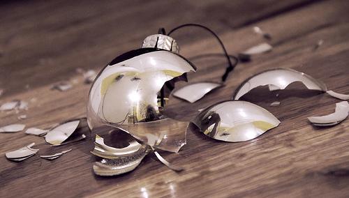 broken-christmas
