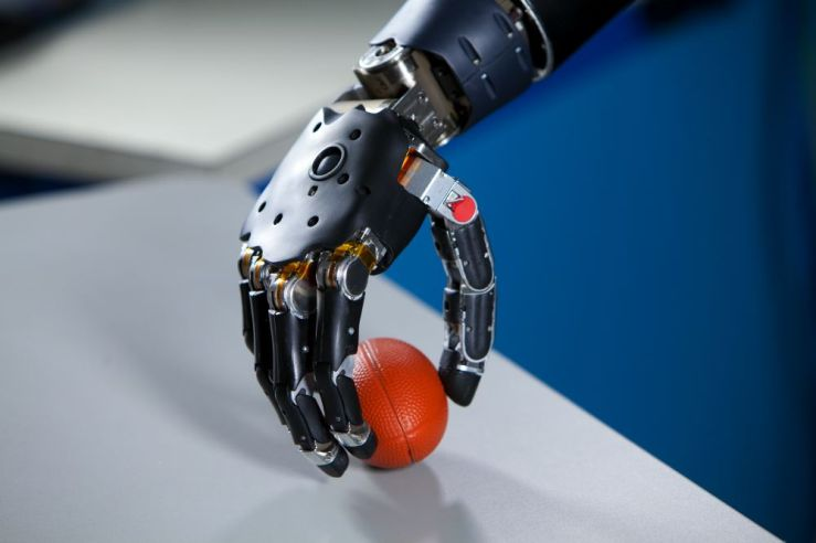 brain-controlled_prosthetic_arm_2